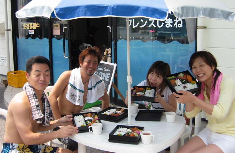 ダイビング免許取得、海洋講習でランチタイム!!
